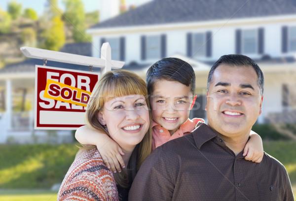 Stockfoto: Jonge · familie · uitverkocht · onroerend · teken · huis