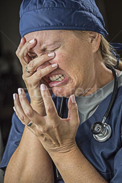 Huilen vrouwelijke arts verpleegkundige vrouw student Stockfoto © feverpitch