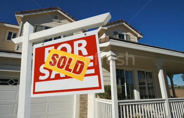 Zdjęcia stock: Sprzedany · domu · sprzedaży · podpisania · piękna