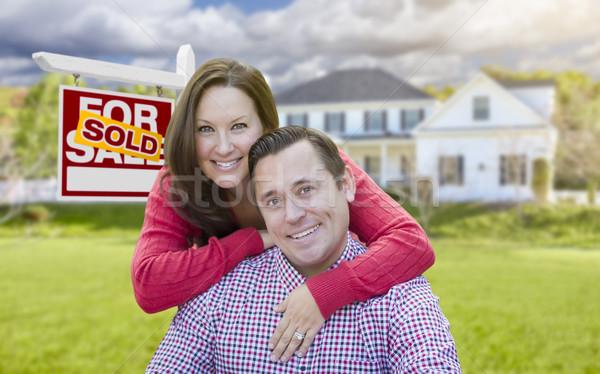 Pár eladva vásár felirat ház boldog Stock fotó © feverpitch