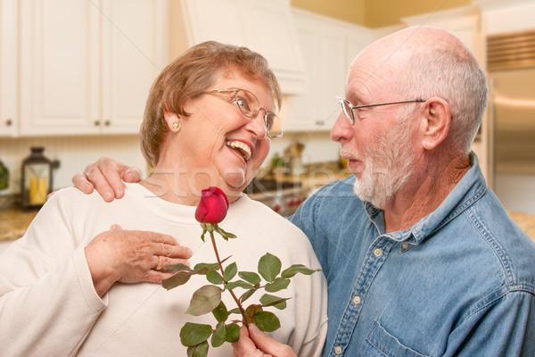 Пожилые супруги домашнее видео ответ
