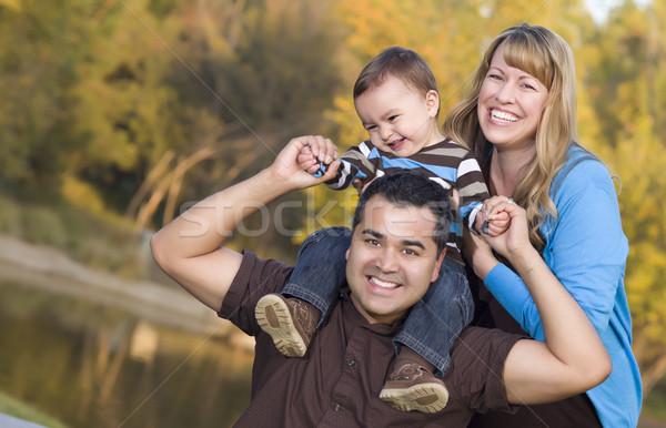Stockfoto: Gelukkig · halfbloed · etnische · familie · poseren · portret