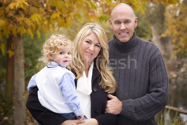 Jóvenes atractivo padres nino retrato parque Foto stock © feverpitch