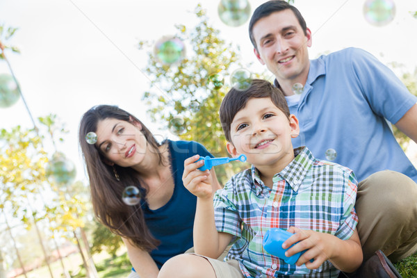 Fiatal srác buborékfújás szülők park szeretet fiatal Stock fotó © feverpitch