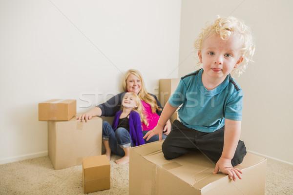 молодые семьи пустой комнате играет Сток-фото © feverpitch