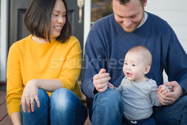 Fiatal félvér kínai kaukázusi családi portré elöl Stock fotó © feverpitch