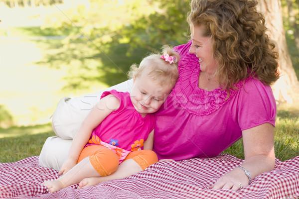Stock foto: Mutter · Tochter · Decke · Park · liebevoll · Moment