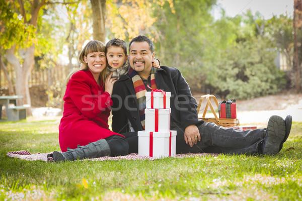 Foto stock: Família · natal · presentes · parque