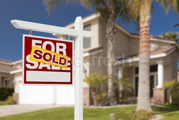 Eladva otthon vásár felirat új ház ingatlan Stock fotó © feverpitch