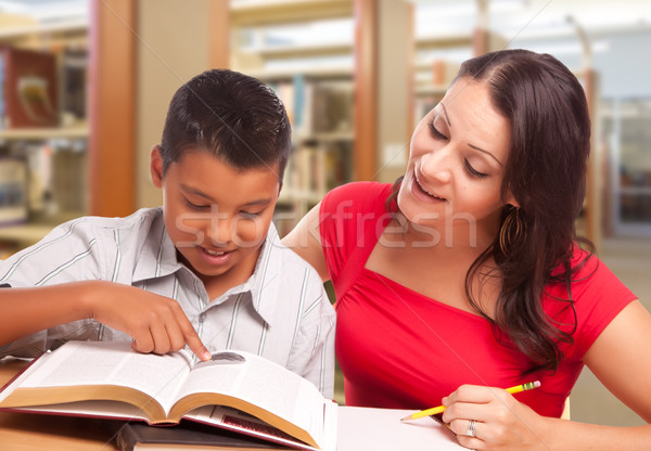 Koyu esmer anne oğul eğitim kütüphane içinde Stok fotoğraf © feverpitch