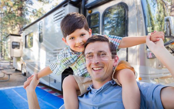 Gelukkig jonge kaukasisch vader zoon mooie kind Stockfoto © feverpitch