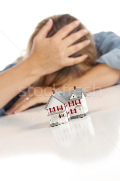 Mulher cabeça mão atrás modelo casa Foto stock © feverpitch