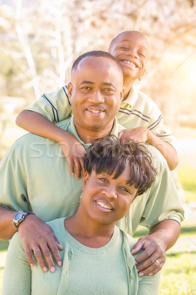 Belo feliz africano americano retrato de família ao ar livre parque Foto stock © feverpitch