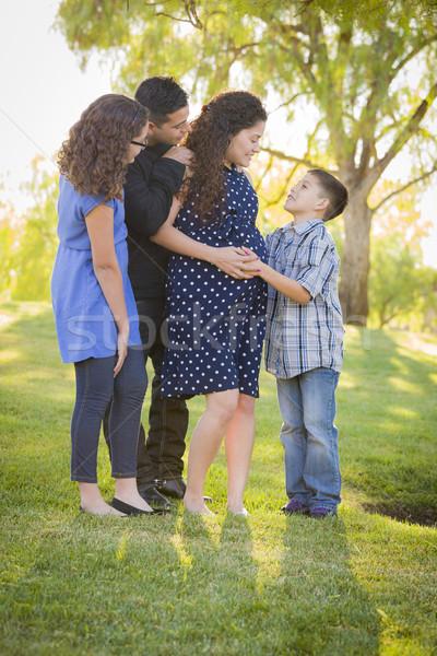 Stockfoto: Gelukkig · aantrekkelijk · latino · familie · zwangere · moeder