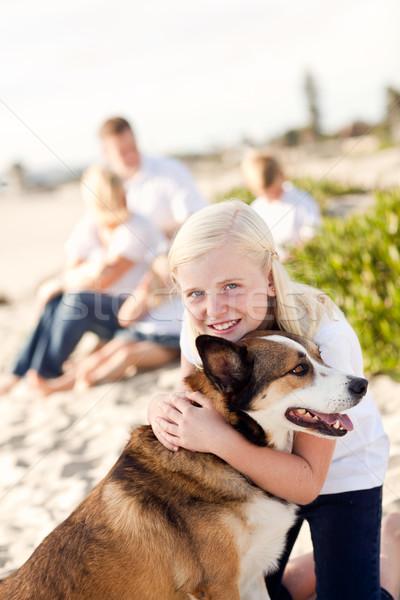 Zdjęcia stock: Cute · dziewczyna · gry · psa · na · zewnątrz · plaży