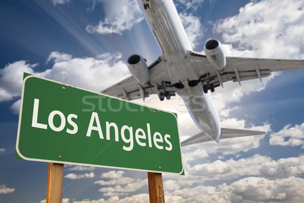 Los Angeles groene verkeersbord vliegtuig boven dramatisch Stockfoto © feverpitch
