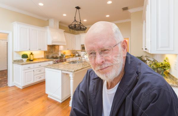 Boldog idős férfi vám konyha belső ül Stock fotó © feverpitch