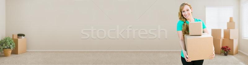 Szalag boldog fiatal felnőtt nő tart költözködő dobozok Stock fotó © feverpitch