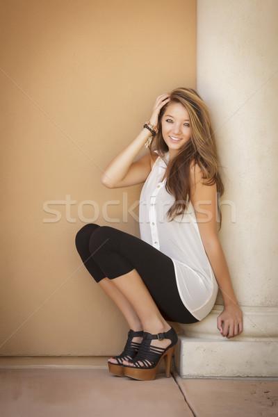 Foto stock: Atraente · menina · retrato · sessão · ao · ar · livre