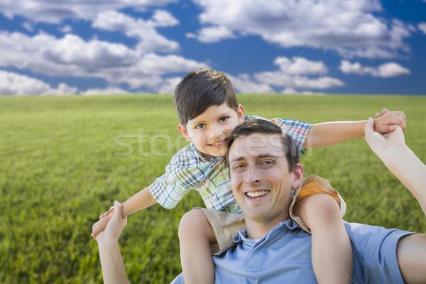 混血 父から息子 演奏 ピギーバック 草地 幸せ ストックフォト © feverpitch