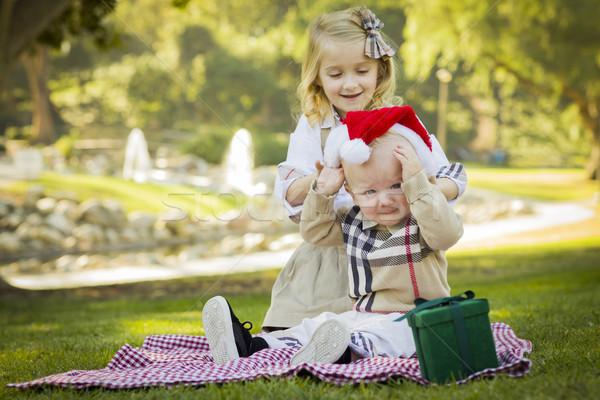 Stok fotoğraf: Küçük · kız · şapka · bebek · kardeş · tatlı