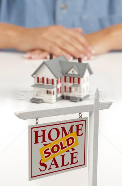 рук за дома проданный недвижимости знак Сток-фото © feverpitch