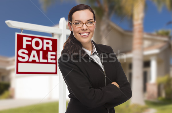 Stockfoto: Jonge · vrouw · huis · verkoop · teken · aantrekkelijk · halfbloed