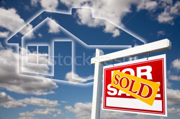 Eladva vásár felirat felhők égbolt ház Stock fotó © feverpitch
