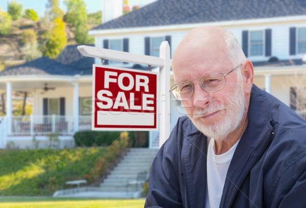 Supérieurs adulte homme immobilier signe maison Photo stock © feverpitch