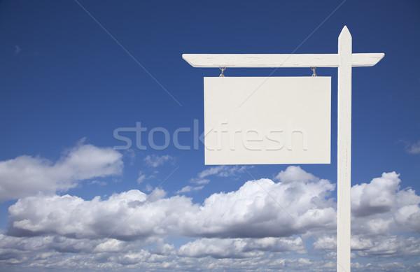 Stock fotó: Fehér · ingatlan · felirat · égbolt · felhők · kész