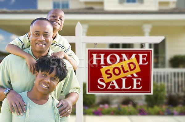 афроамериканец семьи недвижимости знак дома счастливым Сток-фото © feverpitch