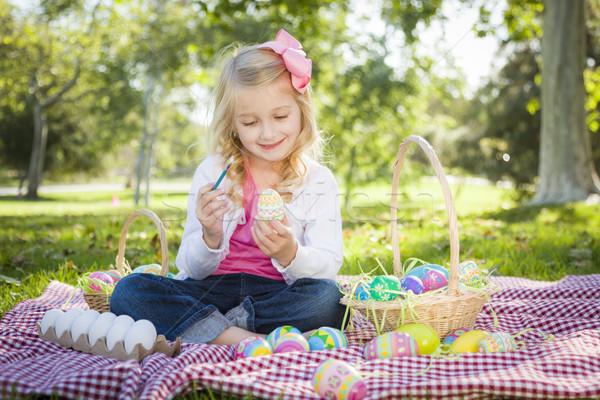 Bonitinho jovem ovos de páscoa paint brush alegremente parque Foto stock © feverpitch