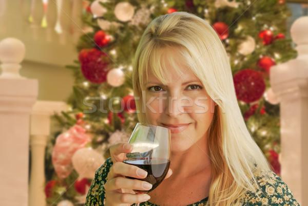 Blond Frau Weinglas Weihnachtsbaum Haus Baum Stock foto © feverpitch