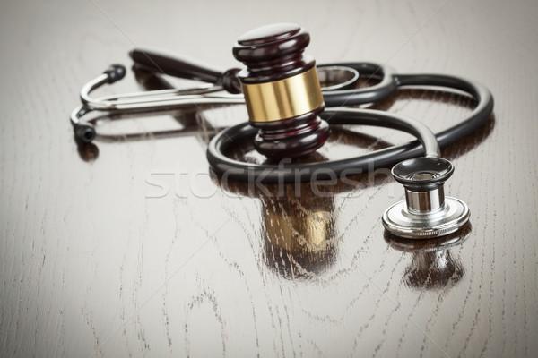 Kalapács sztetoszkóp tükröződő asztal fa asztal orvosi Stock fotó © feverpitch