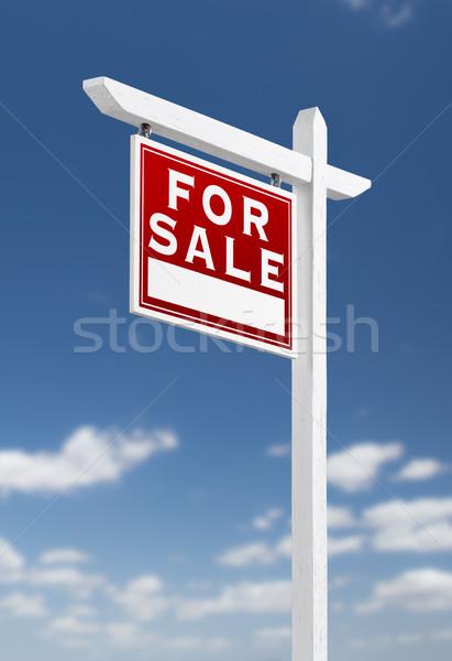 Sprzedaży nieruchomości podpisania Błękitne niebo chmury Zdjęcia stock © feverpitch