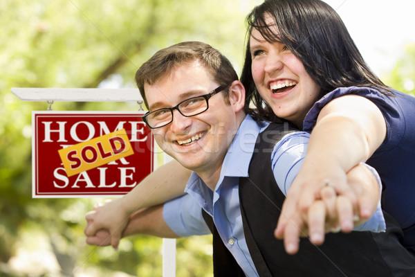 Stockfoto: Gelukkig · paar · uitverkocht · onroerend · teken · aantrekkelijk