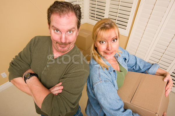 Pár költözködő dobozok üres szoba mosolyog ház otthon Stock fotó © feverpitch