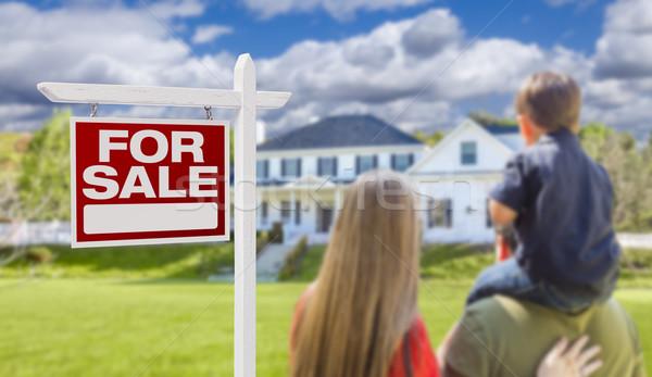 Stockfoto: Familie · verkoop · onroerend · teken · huis