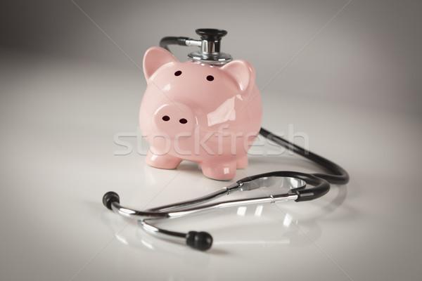 Foto stock: Alcancía · estetoscopio · atención · selectiva · negocios · salud · medicina
