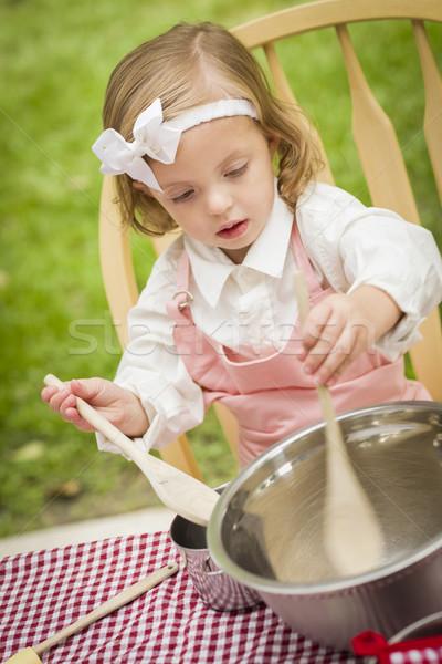 Adorável little girl jogar feliz rosa Foto stock © feverpitch