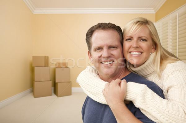 счастливым привязчивый пару комнату коробки Сток-фото © feverpitch