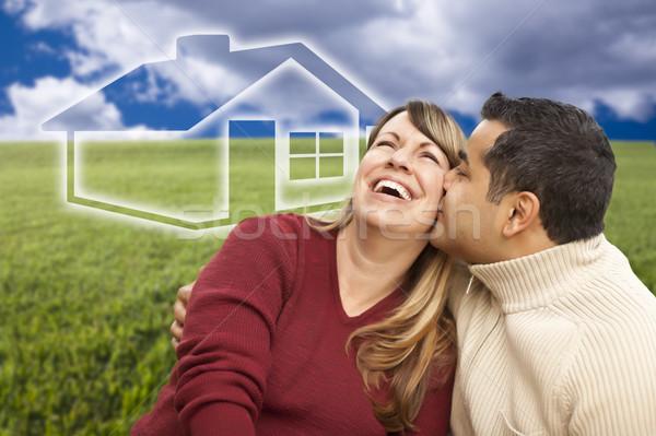 счастливым пару сидят травой поле дома за Сток-фото © feverpitch