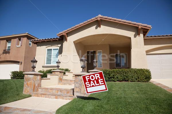 Ev satış imzalamak gökyüzü kapı Stok fotoğraf © feverpitch