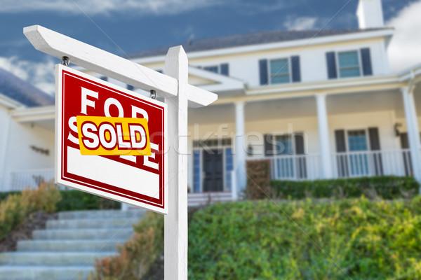 Szemben eladva vásár ingatlan felirat ház Stock fotó © feverpitch