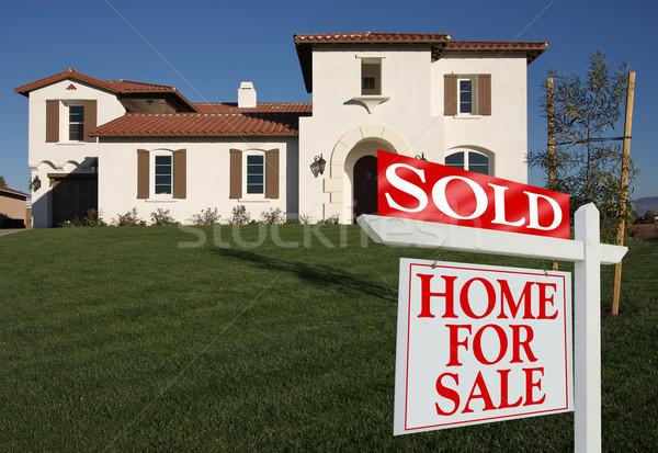 Uitverkocht home verkoop teken huis Stockfoto © feverpitch