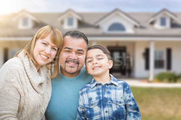 Félvér család előkert gyönyörű ház tulajdon Stock fotó © feverpitch