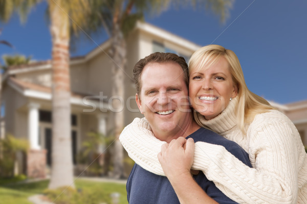 Stock fotó: Boldog · pár · ölel · ház · gyönyörű · mosoly