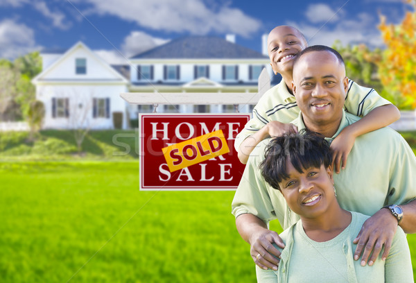 афроамериканец семьи проданный знак дома счастливым Сток-фото © feverpitch