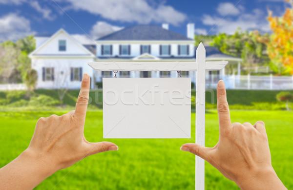 Stock fotó: Kezek · ingatlan · felirat · új · ház · női · otthon