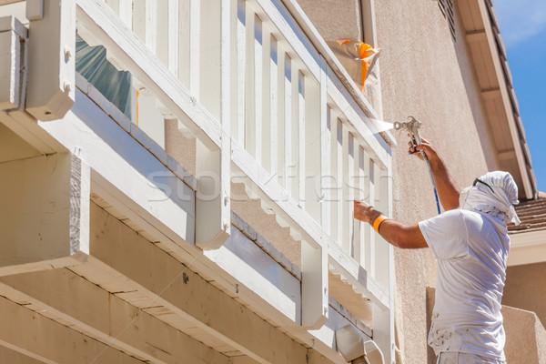 Profesional casa pintor protección pintura en aerosol Foto stock © feverpitch
